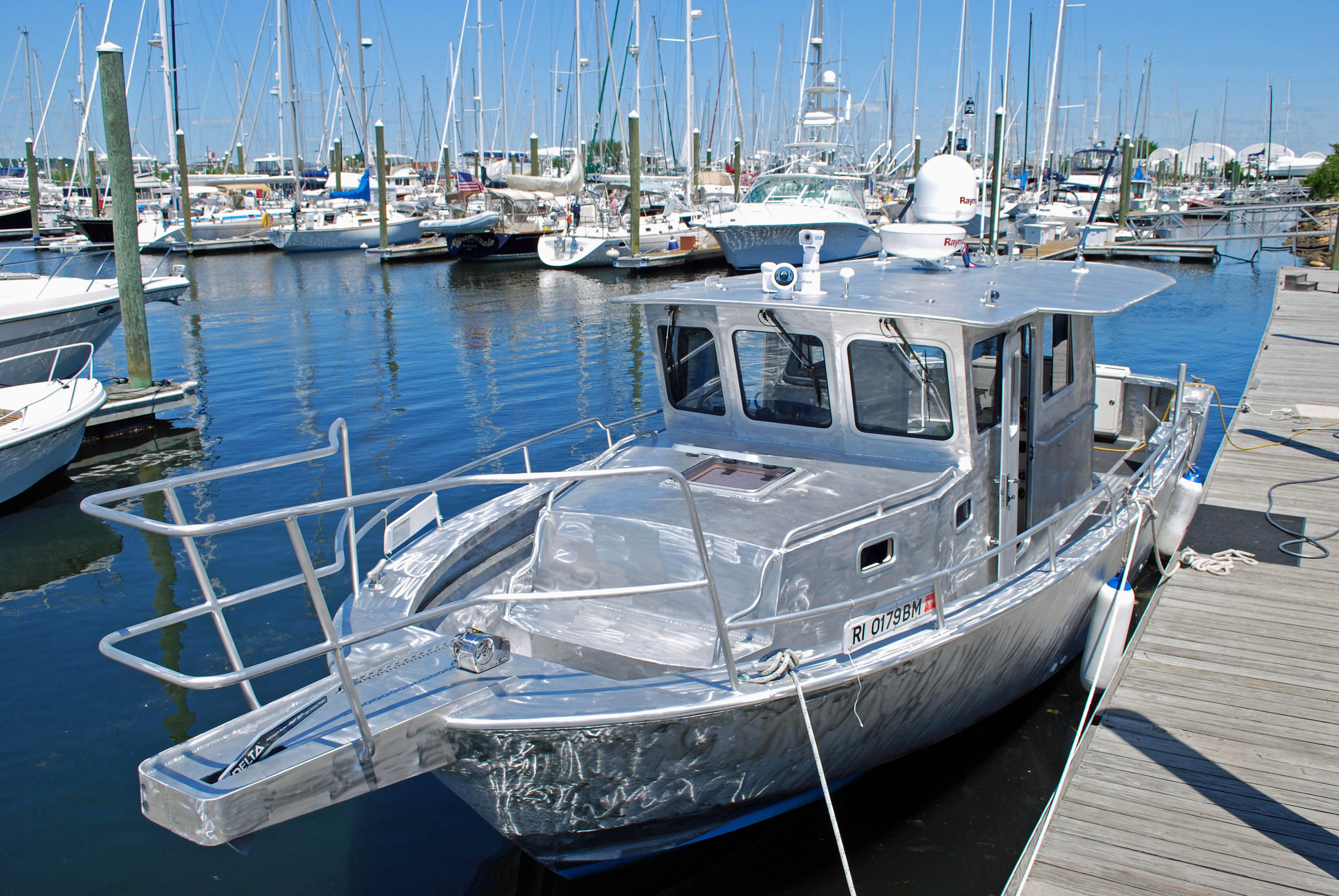 Ray hunt design custom yachts up to 70 feet 35 for Aluminum fishing boats