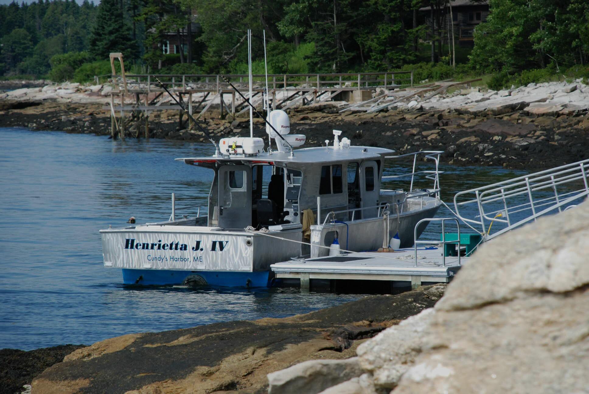 Ray Hunt Design | Custom Yachts Up To 70 Feet | 35' Aluminum